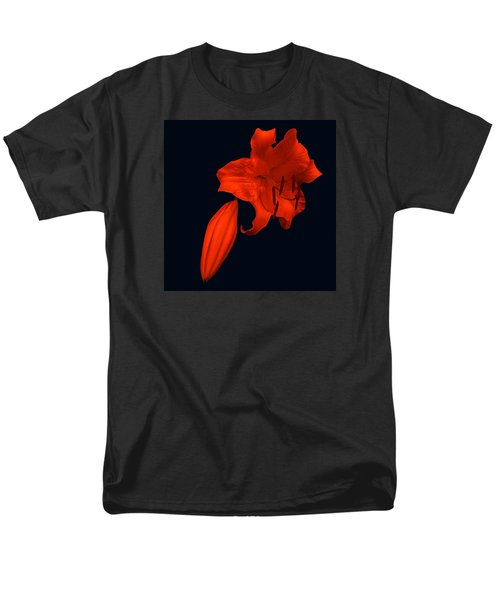 Crimson Lily Men's T-Shirt  (Regular Fit) by Nick Kloepping