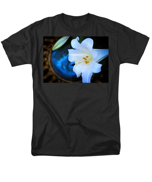 Men's T-Shirt  (Regular Fit) featuring the photograph Eclipse With A Lily by Steven Sparks