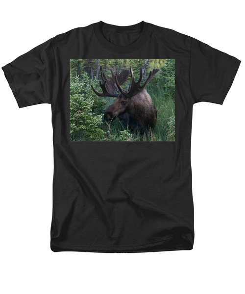 Men's T-Shirt  (Regular Fit) featuring the photograph Feeding Along by Doug Lloyd