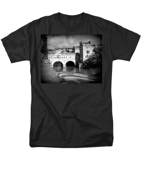 Pulteney Bridge Men's T-Shirt  (Regular Fit) by Ian Kowalski