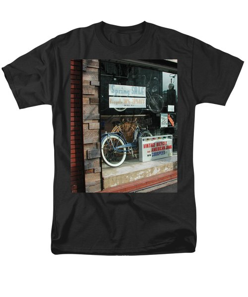 Vintage Bicycle And American Junk  Men's T-Shirt  (Regular Fit)
