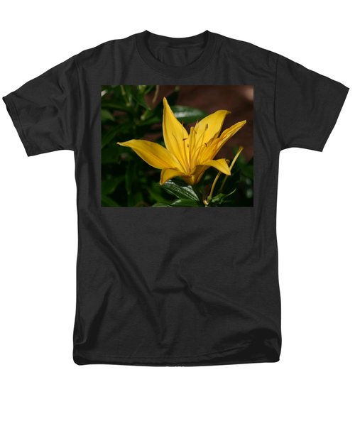 Yellow Lily Men's T-Shirt  (Regular Fit)