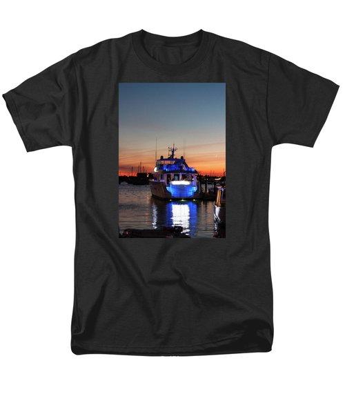 Men's T-Shirt  (Regular Fit) featuring the photograph An Evening In Newport Rhode Island by Suzanne Gaff