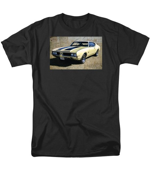 '69 Oldsmobile 442 Men's T-Shirt  (Regular Fit)