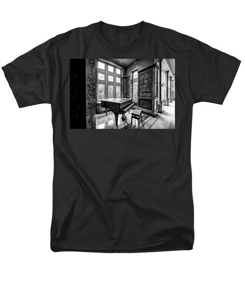 Abandoned Piano Monochroom- Urban Exploration Men's T-Shirt  (Regular Fit) by Dirk Ercken