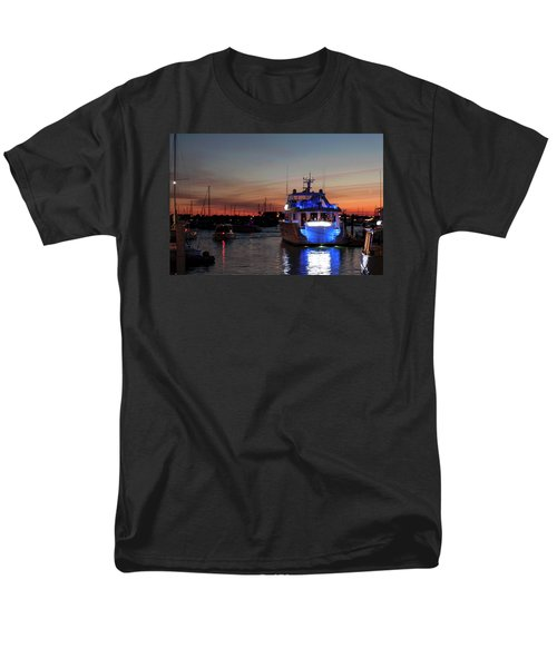 Men's T-Shirt  (Regular Fit) featuring the photograph An Evening In Newport Rhode Island Iv by Suzanne Gaff