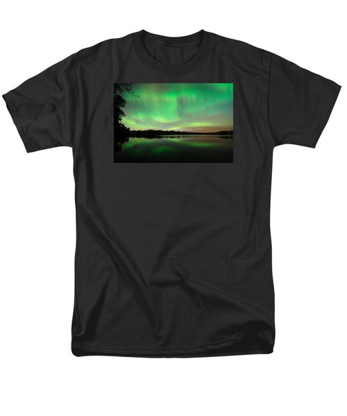 Aurora Over Tofte Lake Men's T-Shirt  (Regular Fit) by Larry Ricker