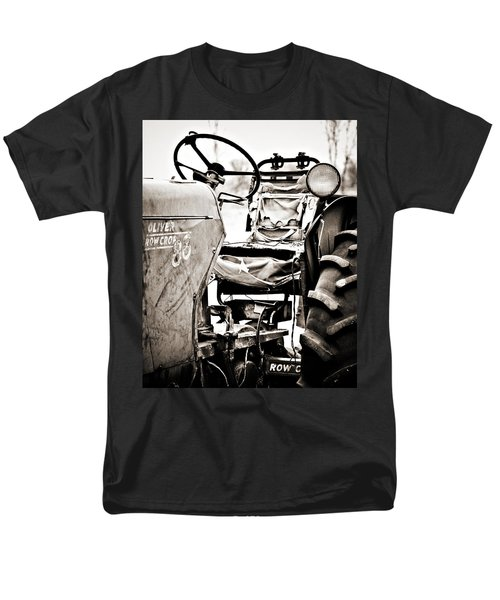 Beautiful Oliver Row Crop Old Tractor Men's T-Shirt  (Regular Fit)