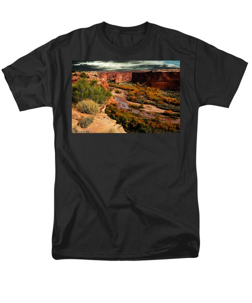 Men's T-Shirt  (Regular Fit) featuring the photograph Canyon De Chelly by Harry Spitz