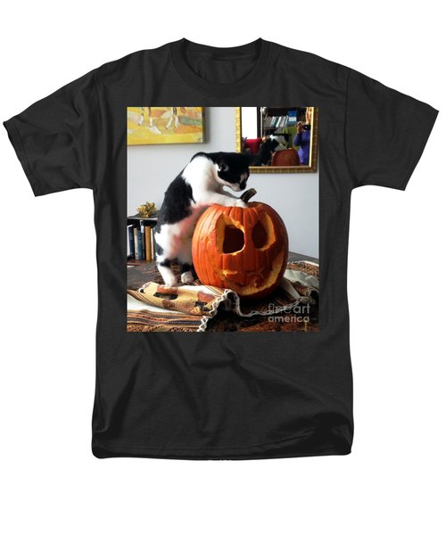 Cat And Pumpkin Men's T-Shirt  (Regular Fit) by Vicky Tarcau