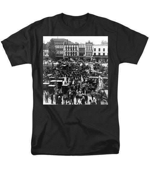Cheapside Public Square In Lexington - Kentucky - April 7  1920 Men's T-Shirt  (Regular Fit) by International  Images