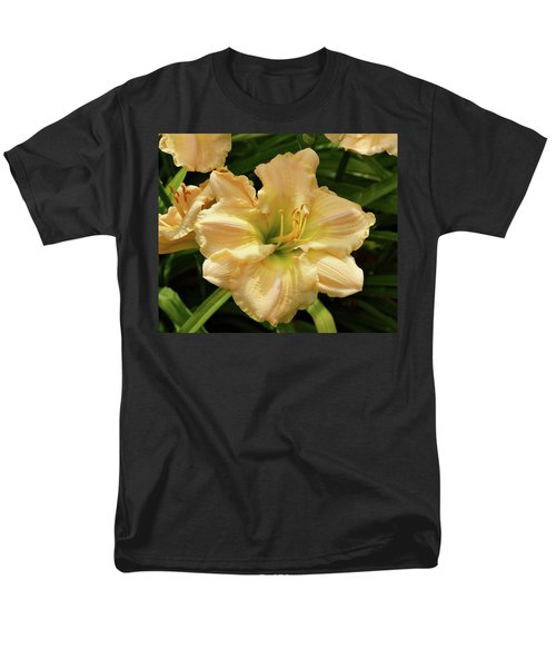 Men's T-Shirt  (Regular Fit) featuring the photograph Cream Daylily by Sandy Keeton