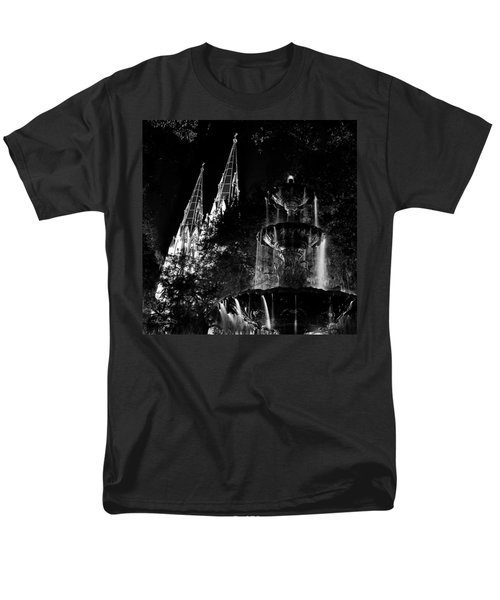 Fountain And Spires Men's T-Shirt  (Regular Fit)