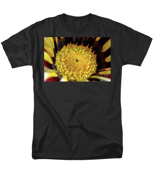 Gazania Macro Men's T-Shirt  (Regular Fit)