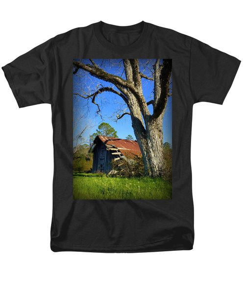 Georgia Barn Men's T-Shirt  (Regular Fit) by Carla Parris