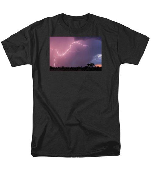 Getting Close Men's T-Shirt  (Regular Fit) by Rick Furmanek