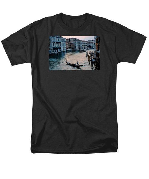 Men's T-Shirt  (Regular Fit) featuring the photograph Gondolier On Grand Canal by Robert Moss