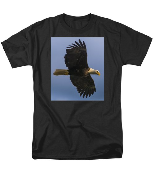 Men's T-Shirt  (Regular Fit) featuring the photograph In Flight by Gary Lengyel