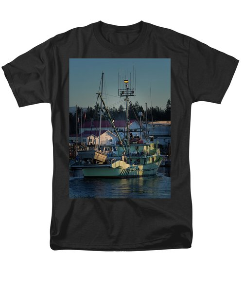 Men's T-Shirt  (Regular Fit) featuring the photograph In For Ice by Randy Hall