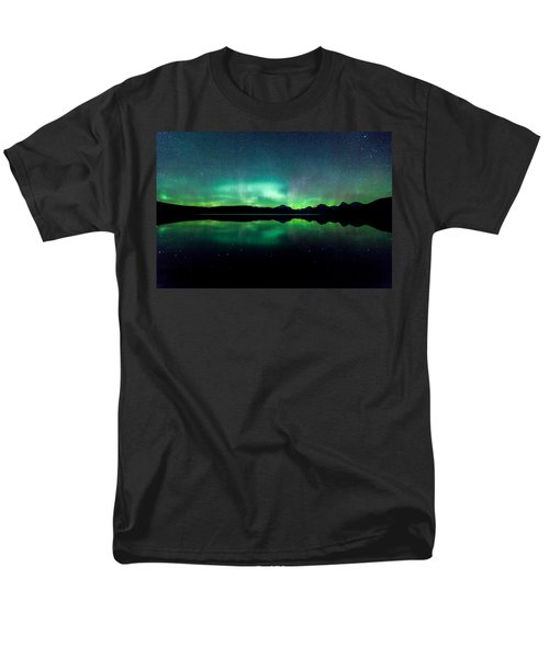 Men's T-Shirt  (Regular Fit) featuring the photograph Iss Aurora by Aaron Aldrich