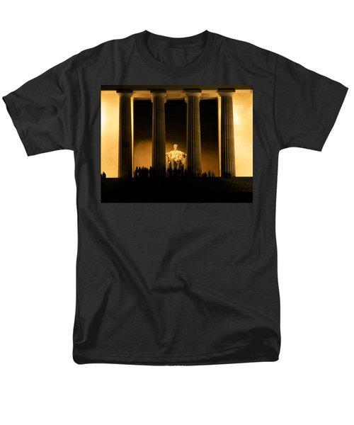 Lincoln Memorial Illuminated At Night Men's T-Shirt  (Regular Fit) by Panoramic Images