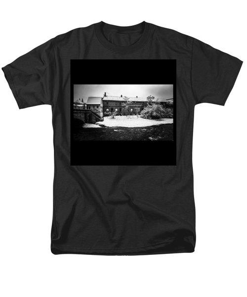 #monochrome #blackandwhite #bnw Und Men's T-Shirt  (Regular Fit) by Mandy Tabatt