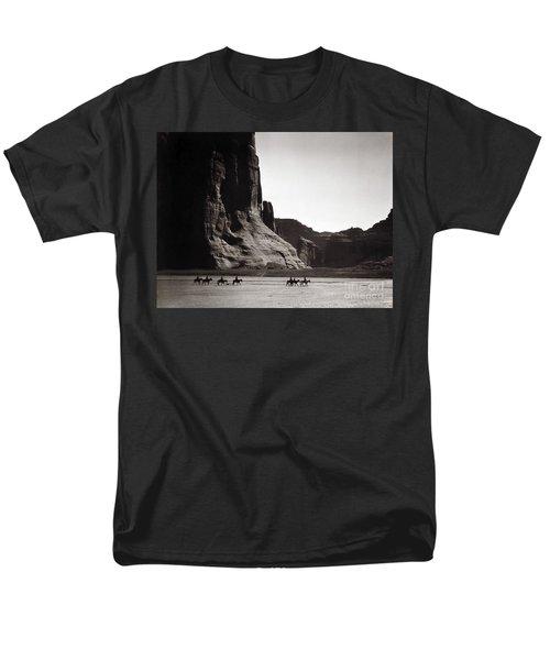Navajos: Canyon De Chelly, 1904 Men's T-Shirt  (Regular Fit) by Granger