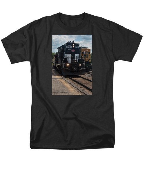 Men's T-Shirt  (Regular Fit) featuring the photograph Conway Scenic Railroad - New Hampshire by Suzanne Gaff