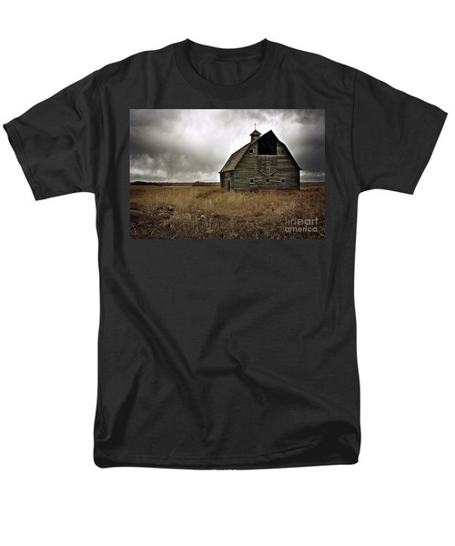 Old Barn Men's T-Shirt  (Regular Fit) by Linda Bianic