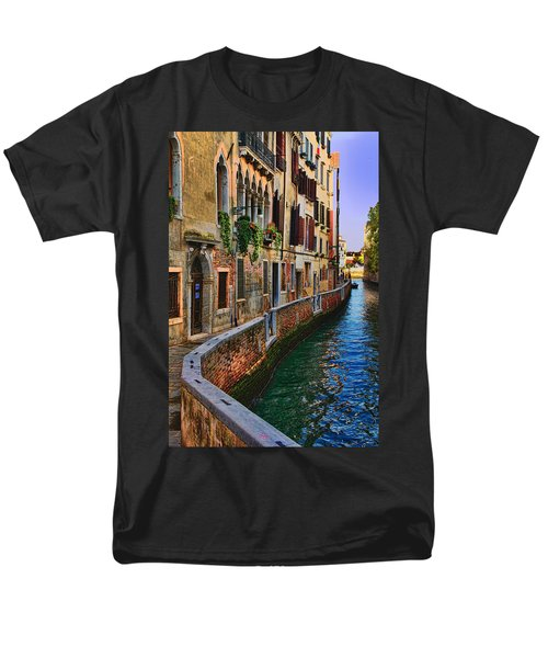 On The Canal-venice Men's T-Shirt  (Regular Fit) by Tom Prendergast
