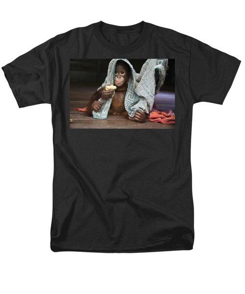 Orangutan 2yr Old Infant Holding Banana Men's T-Shirt  (Regular Fit) by Suzi Eszterhas