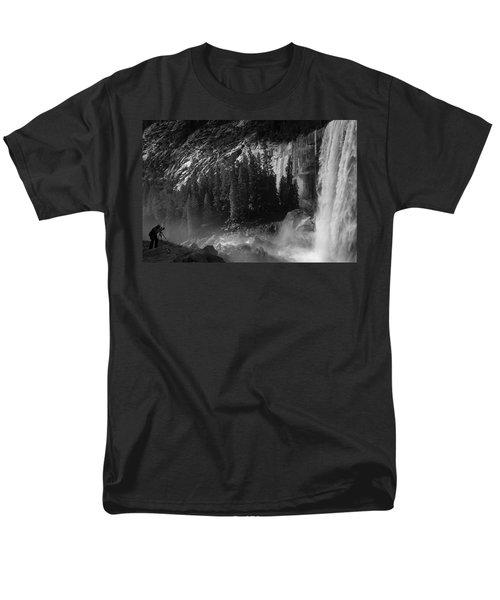 Photographer At Vernal Falls Men's T-Shirt  (Regular Fit)