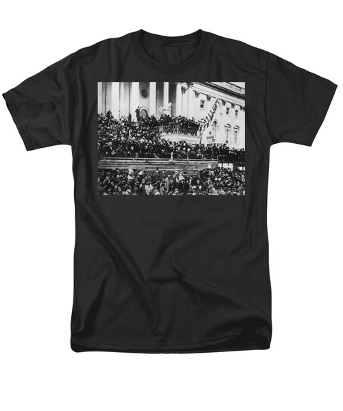 President Lincoln Gives His Second Inaugural Address - March 4 1865 Men's T-Shirt  (Regular Fit) by International  Images