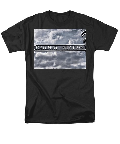 Railway Station Men's T-Shirt  (Regular Fit)