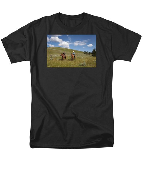 Riding Fences Men's T-Shirt  (Regular Fit)