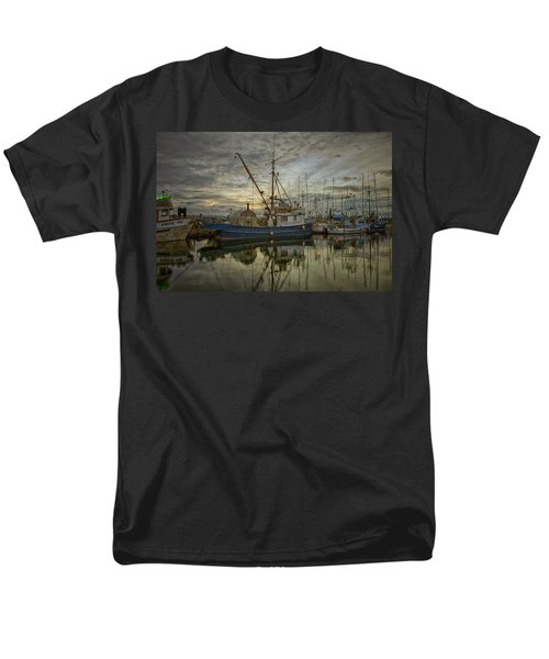 Men's T-Shirt  (Regular Fit) featuring the photograph Royal Banker by Randy Hall