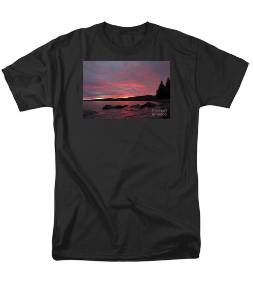 Men's T-Shirt  (Regular Fit) featuring the photograph Sailor's Delight by Sandra Updyke