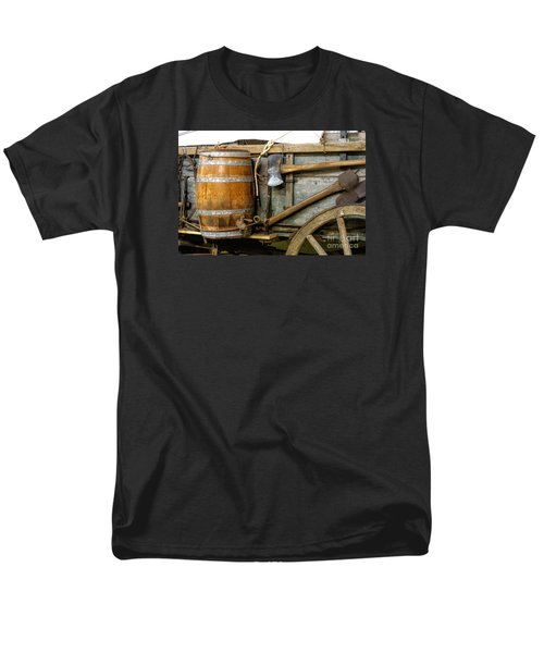 Side View Of A Covered Wagon Men's T-Shirt  (Regular Fit) by Linda Phelps