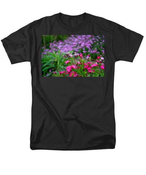Men's T-Shirt  (Regular Fit) featuring the photograph Soapwort And Pinks by Kathryn Meyer