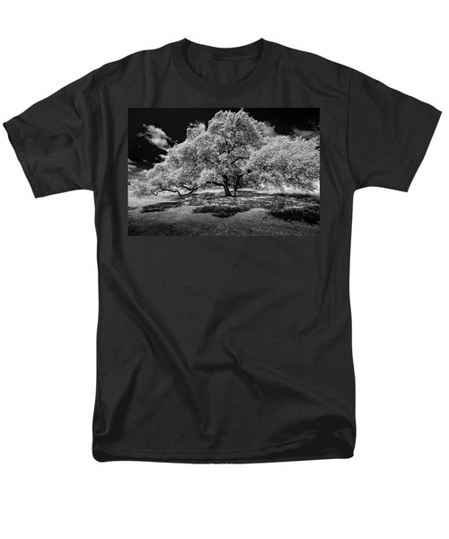 Men's T-Shirt  (Regular Fit) featuring the photograph A Summer's Night by Darryl Dalton
