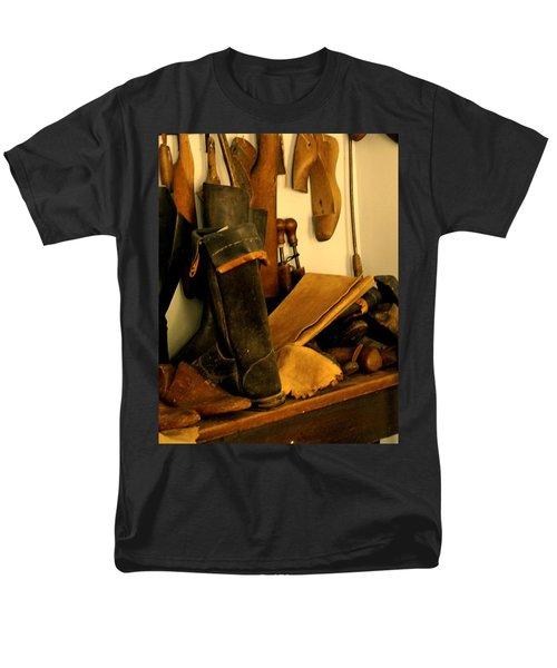The Cobbler Men's T-Shirt  (Regular Fit) by Ian  MacDonald