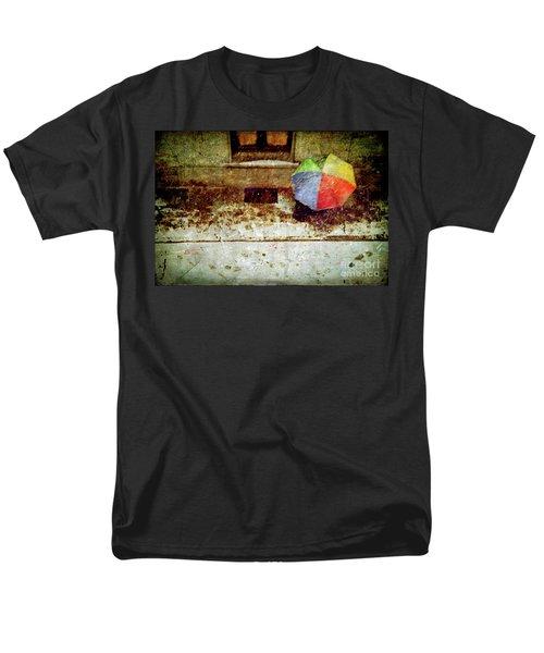 The Umbrella Men's T-Shirt  (Regular Fit)