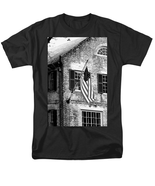 Men's T-Shirt  (Regular Fit) featuring the photograph Us Flag In Colonial Williamsbug by Emanuel Tanjala
