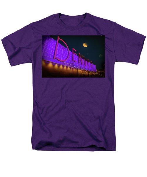 Denver Pavilion At Night Men's T-Shirt  (Regular Fit)