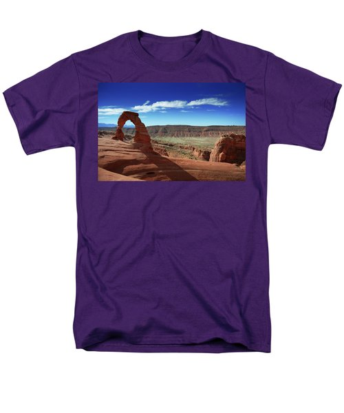 The Delicate Arch Men's T-Shirt  (Regular Fit)