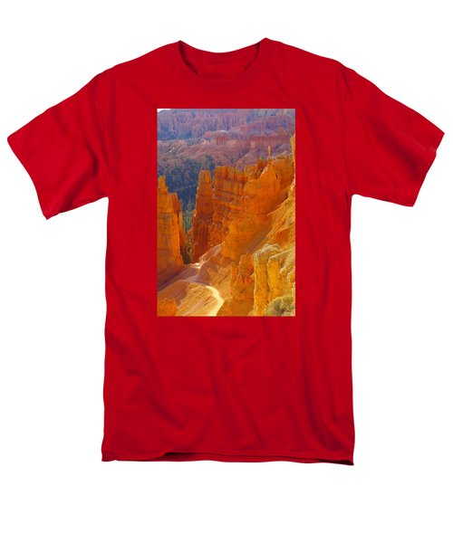 climbing out of the Canyon Men's T-Shirt  (Regular Fit) by Jeff Swan
