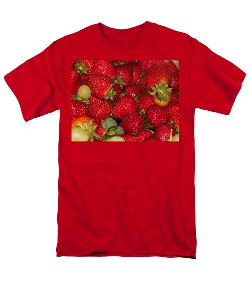 Strawberries 731 Men's T-Shirt  (Regular Fit)