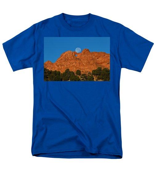 Men's T-Shirt  (Regular Fit) featuring the photograph Balancing Act by Ronda Kimbrow