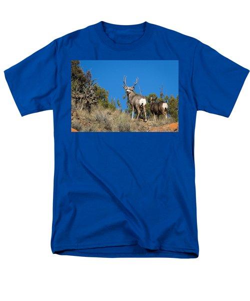 Mule Deer Buck Men's T-Shirt  (Regular Fit)