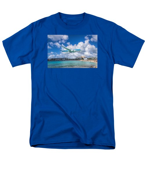 Tui Airlines Netherlands Landing At St. Maarten Airport. Men's T-Shirt  (Regular Fit) by David Gleeson